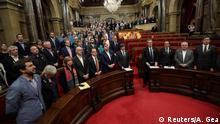 Spanien Barcelona - Katalanische Regierung und Abgeordnete singen Nationalhymne von Katalonien