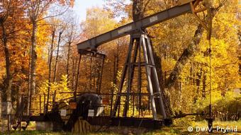Такі нафтові вишки можна побачити будь-де у місті