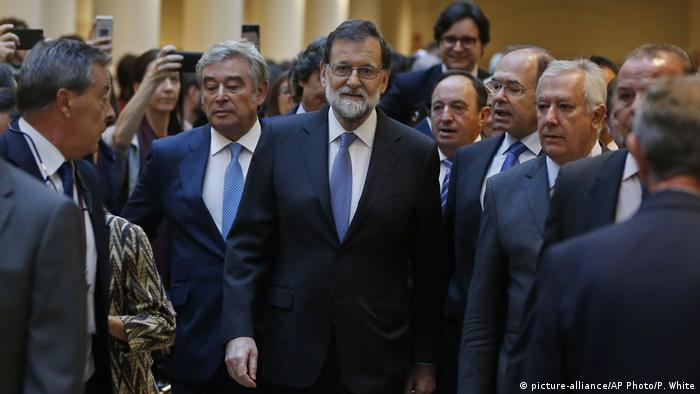 Spanien Krise in Katalonien- Mariano Rajoy (picture-alliance/AP Photo/P. White)
