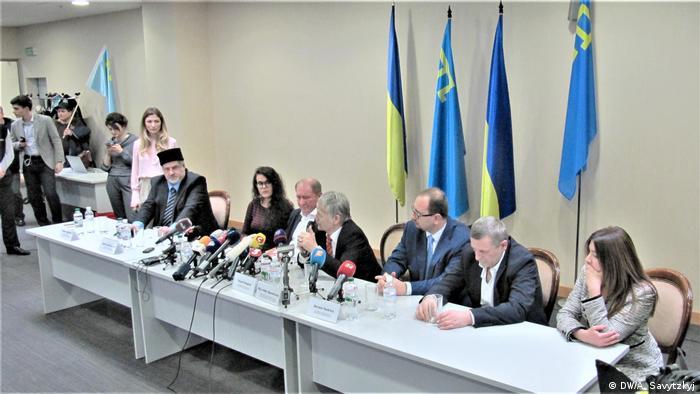Рефат Чубаров, Ільмі Умеров, Мустафа Джемілєв, Ахтем Чийгоз на прес-конференції в Борисполі