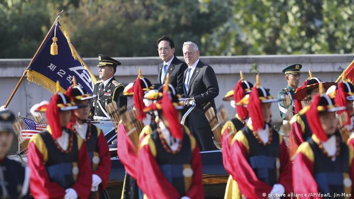 Mattis wird von seinem Amtskollegen Song Young Moo mit militärischen Ehren in Seoul empfangen