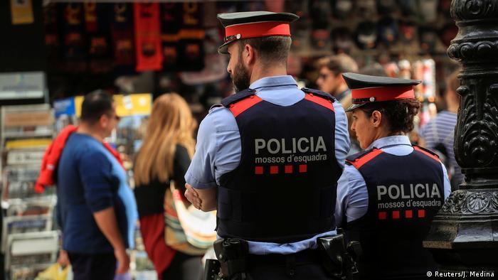 Polizisten auf der Flaniermeile Las Ramblas in Barcelona (Foto: Reuters/J. Medina)