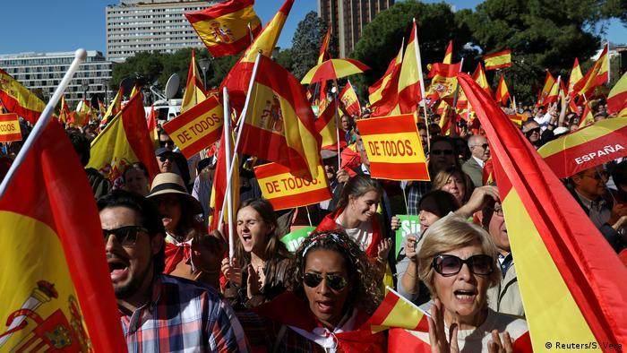 Demonstration für die Einheit Spaniens in der Hauptstadt Madrid (Foto: Reuters/S. Vera)