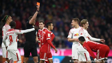 Leipzig's Willi Orban receives a yellow card (Getty Images/Bongarts/A. Grimm)