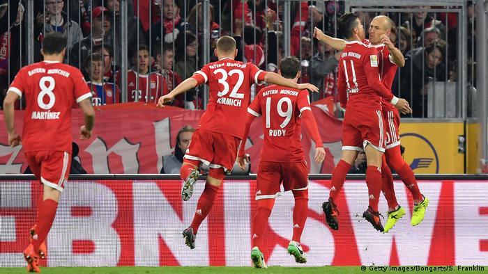 Bayern Kalahkan Schalke 2 - 1