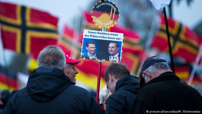 Nasi sąsiedzi lepiej wcielają w życie wolę wyborców - plakat antyislamskiej Pegidy na demonstracji w Dreźnie