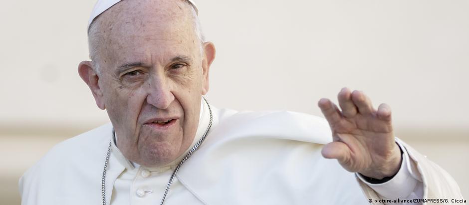 """Papa Francisco observou que a perspectiva de desarmamento é """"cada vez mais remota"""""""