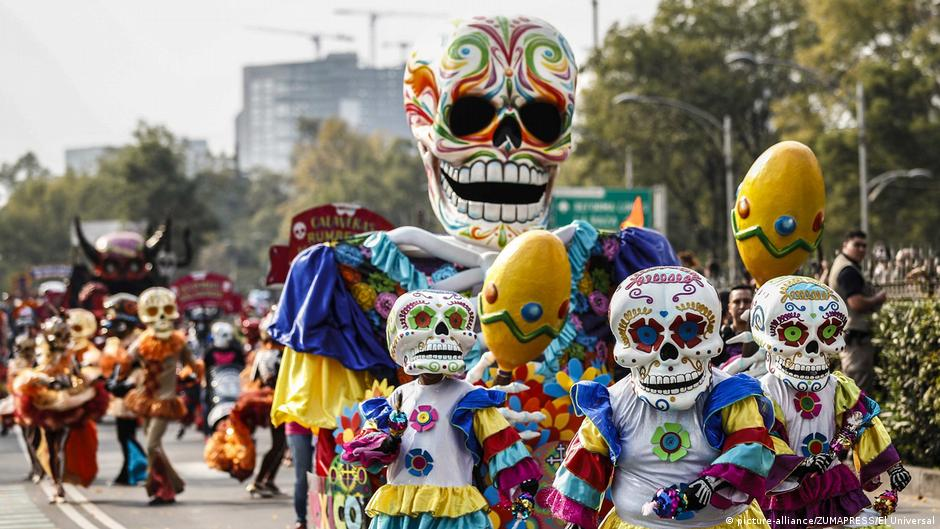 Mexico City honors earthquake victims in Day of the Dead parade ...