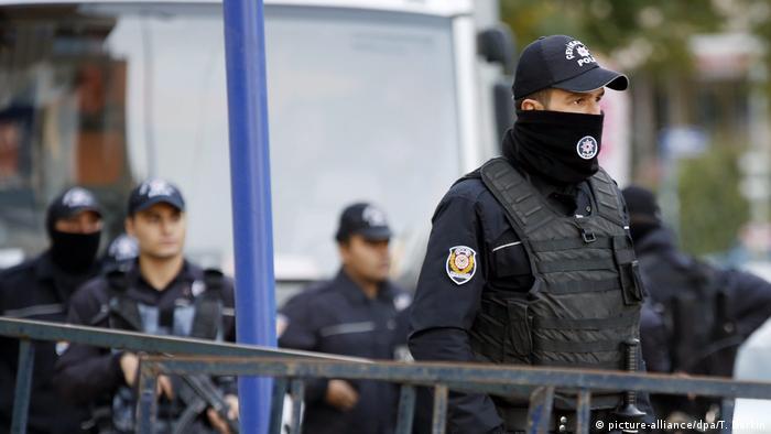 Türkei Polizei in Ankara (picture-alliance/dpa/T. Berkin)