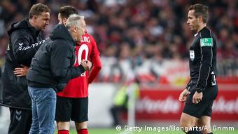 Deutschland VfB Stuttgart v SC Freiburg - Bundesliga | rote Karte Trainer Streich (Getty Images/Bongarts/A. Grimm)