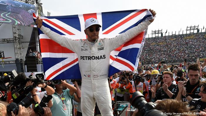 Formel 1 Mexiko Lewis Hamilton Weltmeister Fahne (Getty Images/AFP/A. Estrella)