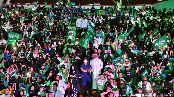 ببینید: ورود زنان سعودی برای اولین بار به استادیوم