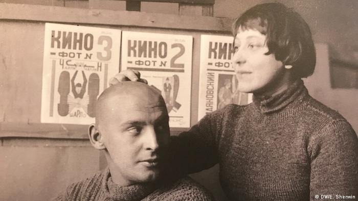 Alexander Rodtschenko (L) und seine Frau Varwara Stepanowa (R)