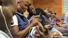 Namibia Mobile-Reporting-Workshop (DW/D. Leese)