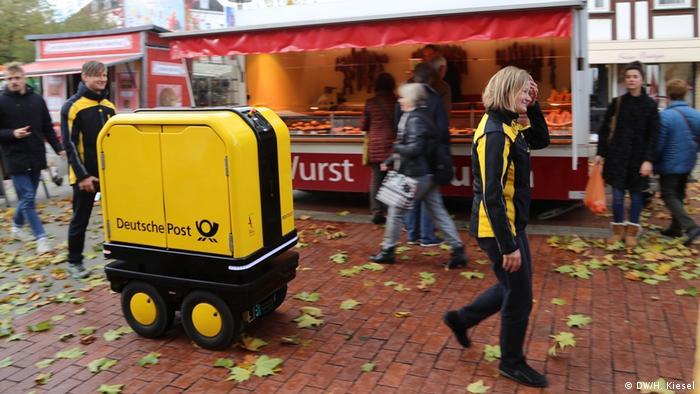 Γερμανικό ταχυδρομικό ρομπότ στο Bad Hersfeld (DW / H. Kiesel)
