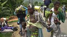 Mal wieder sind zahllose Menschen in Afrika auf der Flucht. Anlass sind diesmal Naturgewalten. Nach dem Ausbruch des Vulkans Nyiragongo wurde die ostkongolesische Stadt Goma von Lavamassen schwer zerstört. Zusätzlich wurde die Krisenregion an der Grenze zu Ruanda durch zahlreiche Erdbeben erschüttert. Nach Angaben von Hilfsorganisationen müssen Hunderttausende Flüchtlinge mit Nahrungsmitteln und anderen Hilfsmitteln versorgt werden. (19.01.2002)