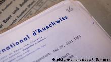 Ein Dokument des ersten Frankfurter Auschwitz-Prozesses, aufgenommen am 19.10.2017 im Hessischen Hauptstaatsarchiv in Wiesbaden (Hessen). (zu dpa «Akten zu Auschwitz-Prozess könnten Weltdokumentenerbe werden» vom 20.10.2017) Foto: Fabian Sommer/dpa | Verwendung weltweit