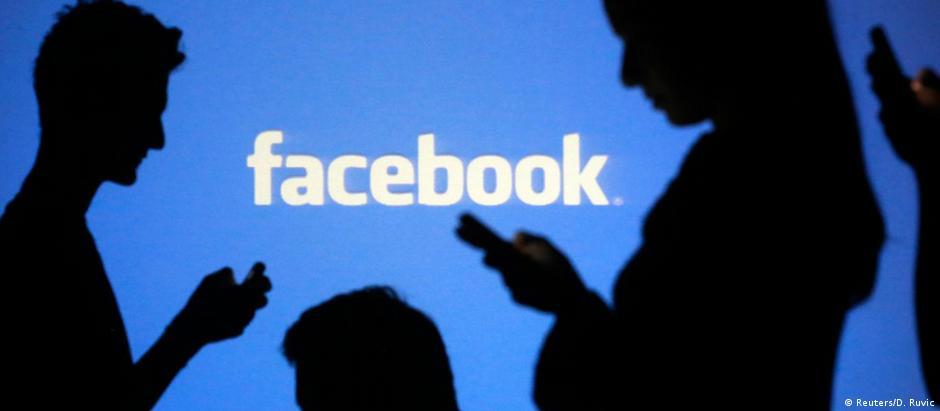 """Facebook é alvo de críticas por """"fake news"""""""