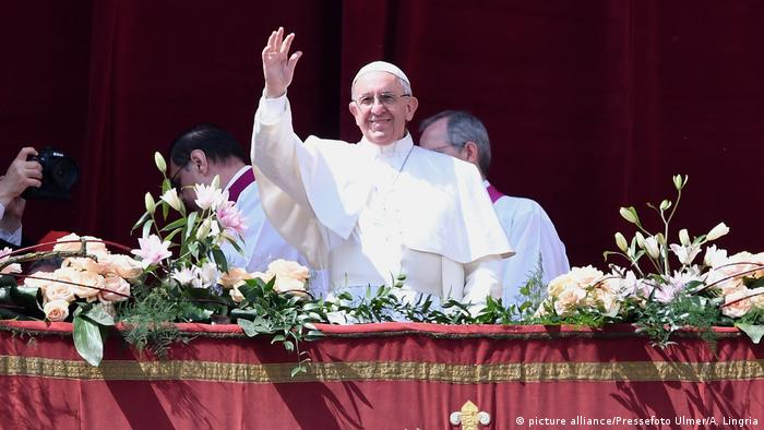 Balkon-Galerie Papst Franziskus 2017 (picture alliance/Pressefoto Ulmer/A. Lingria)