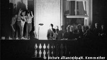 Balkon-Galerie Genscher auf dem Balkon der Prager Botschaft 1989