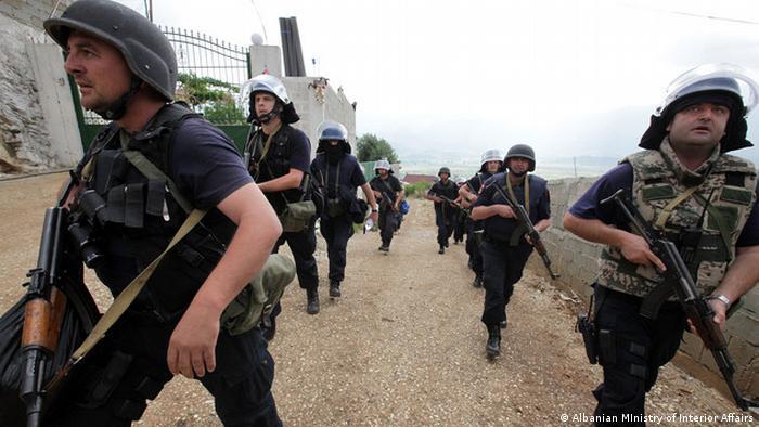 Albanien Staatspolizei in Lazarat