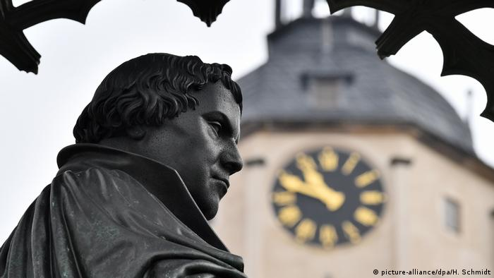 Martin Luther monument (picture-alliance/ dpa/ H. Schmidt)