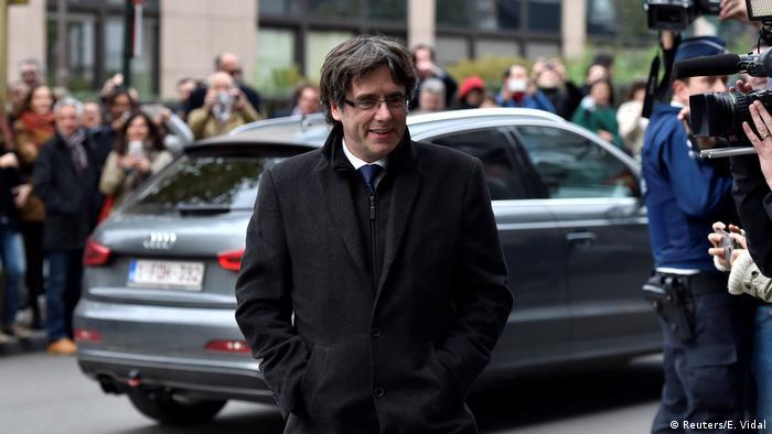 Espanha emite ordem europeia de prisão contra líder catalão