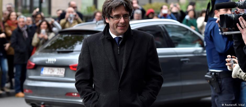 Puigdemont está em Bruxelas e queria prestar depoimento à Justiça espanhola por vídeo