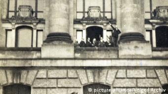 Philipp Scheidemann proclama a república em 9 de novembro de 1918