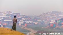 A Rohingya boy looks on at the Bhalukali Camp-2, in Cox's Bazar, (Prashanth Vishwanathan/ DW_Stories)