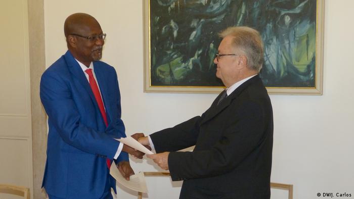 Ministros guineense e português assinaram entendimento político, que dará lugar a um novo acordo de cooperação para a área da comunicação social