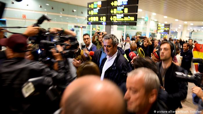 Katalonien Barcelona Flughafen Ankunft Innenminister Joaquim Forn (picture-alliance/dpa/A. Sokolow)