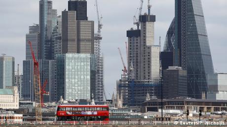 Στασιμότητα στο Λονδίνο ενώ η οικονομία πιέζει
