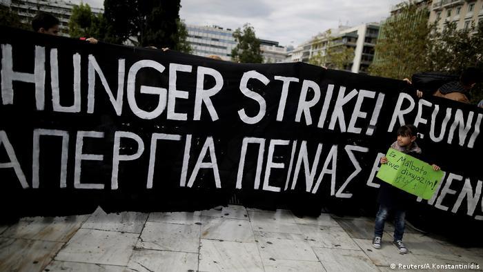 Athen, Flüchtlinge, die in Deutschland eine Wiedervereinigung mit der Familie anstreben, protestieren