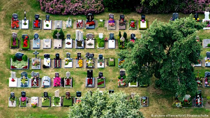 A Hannover graveyard (picture-alliance/dpa/J.Stratenschulte)