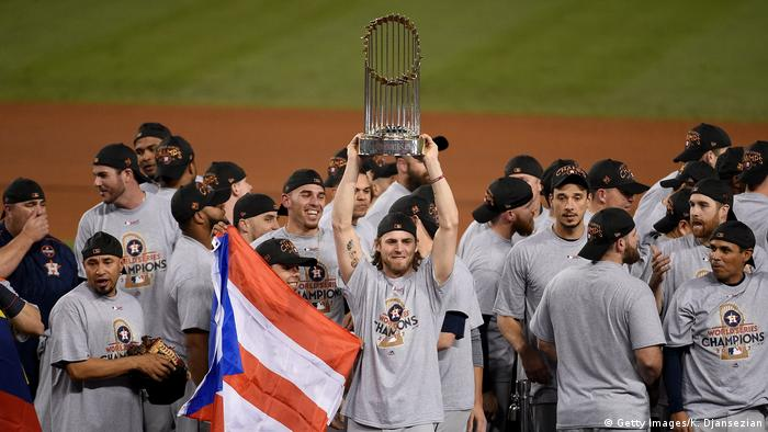 Josh Reddick of US Houston Astros holds up a World Series trophy (Getty Images/K. Djansezian)