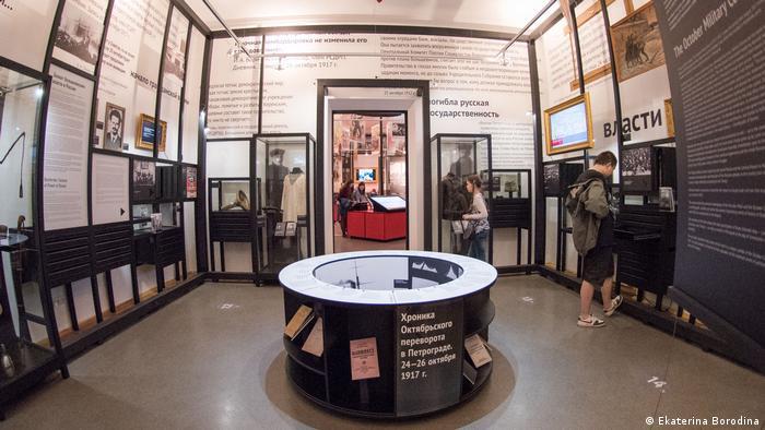 В одном из залов выставки Революция в России. 1917-1922