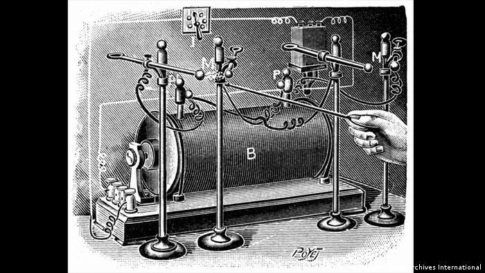 Equipamento de alta tensão utilizado por Pierre e Marie Curie para estudar a condutividade elétrica do ar exposto ao rádio