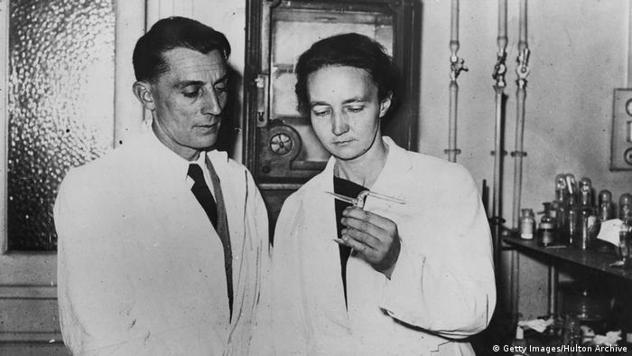 A filha de Marie, Irene Joliot Curie, com o marido