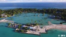9300 Kiribati - Ein Südseeparadies versinkt im Meer ©SWR.jpg Titel: 9300 Kiribati - Ein Südseeparadies versinkt im Meer Bildbeschreibungen (1-2 Sätze): Film Still aus 'Kiribati - Ein Südseeparadies versinkt im Meer ' Doku Copyright: ©SWR