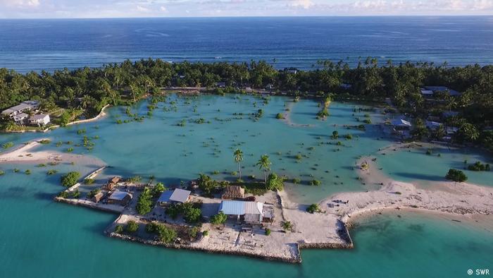 Острови держави Кірібаті дедалі більше йдуть під воду