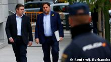 Dismissed Catalan vice president Oriol Junqueras (R) arrives to Spain's High Court after being summoned to testify on charges of rebellion, sedition and misuse of public funds for defying the central government by holding a referendum on secession and proclaiming independence, in Madrid, Spain, November 2, 2017. REUTERS/Javier Barbancho