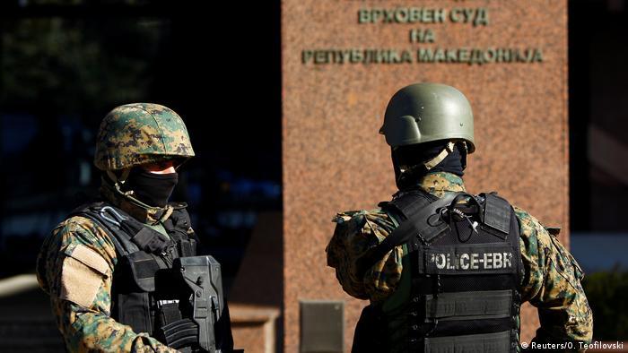 Mazedonsiches Gericht verurteilt 33 Albaner wegen Terrorismus (Reuters/O. Teofilovski)