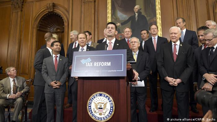 Paul Ryan announces tax reform at the US House of Representatives on with senior Republican officials (picture-alliance/CNP/R. Sachs)