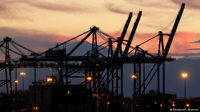 Italien Hafen von Gioia Tauro in Kalabrien
