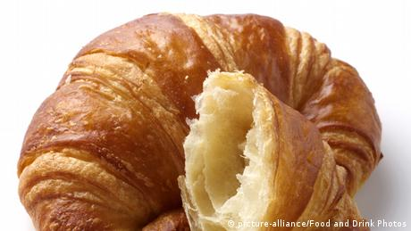 A croissant (picture-alliance/Food and Drink Photos)