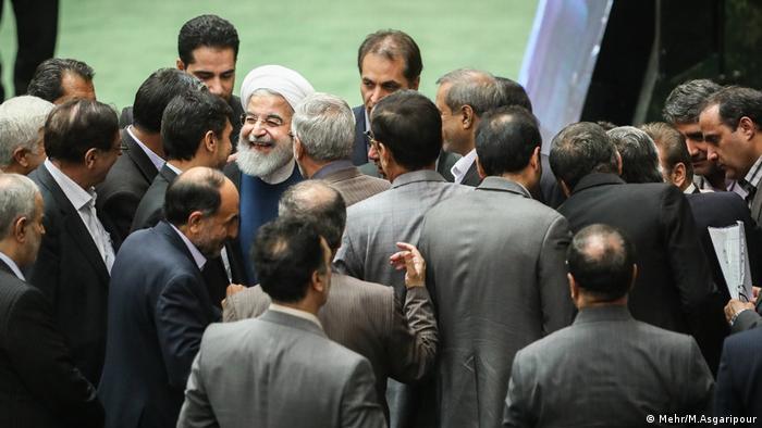 Hassan Rohani bekommt die Zustimmung vom Parlament für zwei Ministerkandidaten (Mehr/M.Asgaripour)