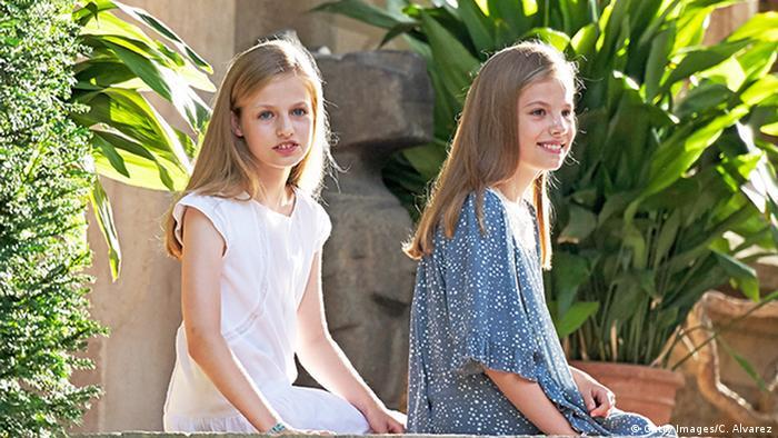 The Spanish princesses Leonor (l.) and Sofia