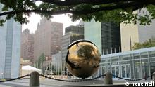 Globus vor UN-Hauptquartier in New York