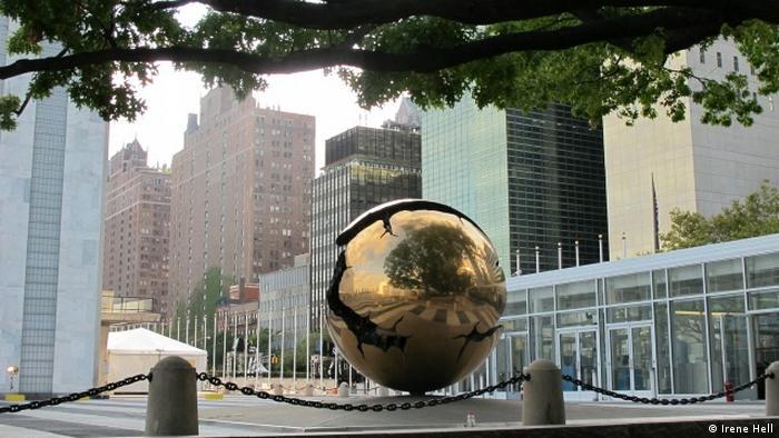 Globus vor UN-Hauptquartier in New York